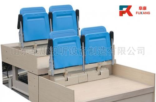 后置塑料座椅